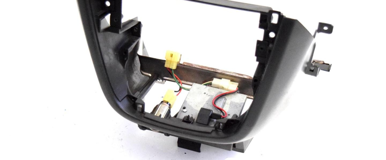 Obudowa środkowa przełączników nawiewu Subaru Impreza WRX STI 2001-2004 oem 66085FE000OE